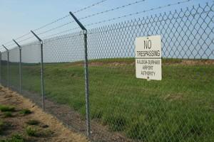 2008-08-01_No_Tresspassing_sign_at_RDU